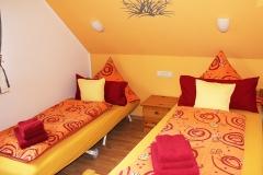 Schlafzimmer 2 mit Bett